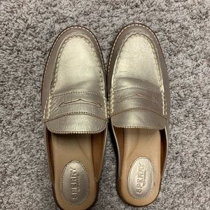 Women size 7 gold slip on sperry.